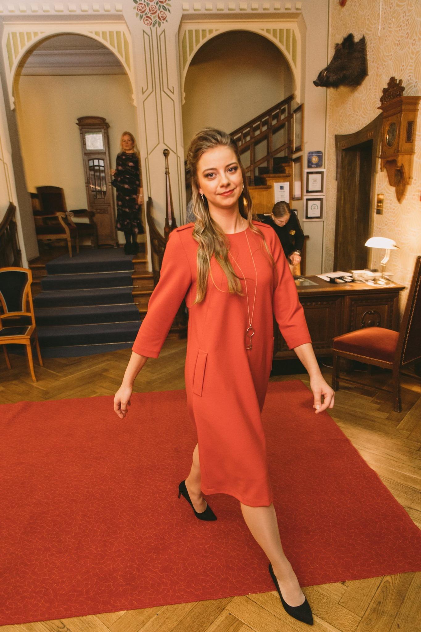 Kleit Kuukaja 220€