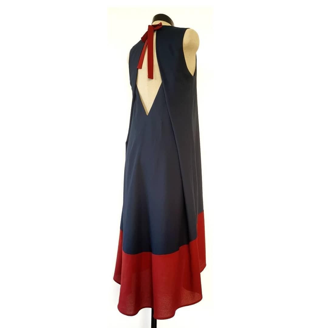 Kahevärviline käisteta kleit  168€