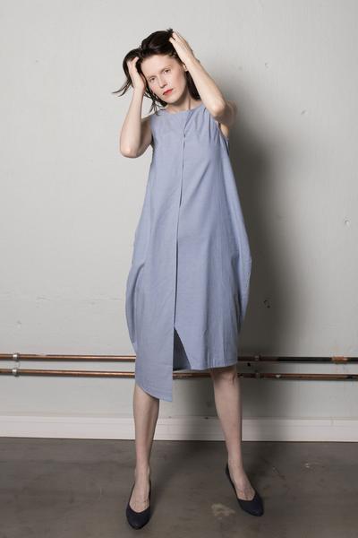 Käisteta asümmeentriline  kleit 87€