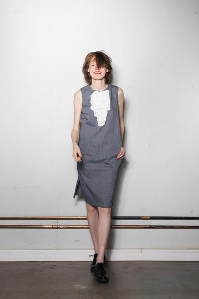 Käisteta I-lõikeline kleit 69€