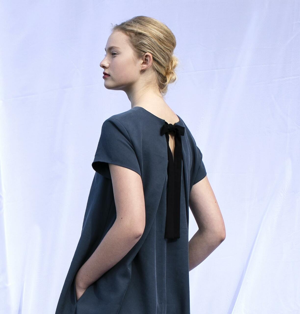 Kahevärviline kleit 168€